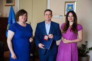 Prezydent Tarnowa, Roman Ciepiela odznaczony został medalem za zasługi dla spółdzielczości uczniowskiej
