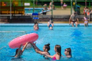 Lato w mieście - basen na Marcince