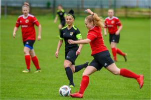 Mecz III ligi piłki nożnej kobiet: Tarnovia II - Dąb Zabierzów Bocheński