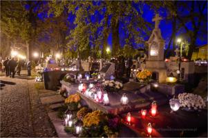Stary Cmentarz wieczorem