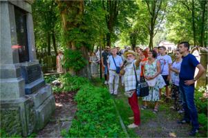 Otwarta Brama Cmentarza Żydowskiego w Tarnowie