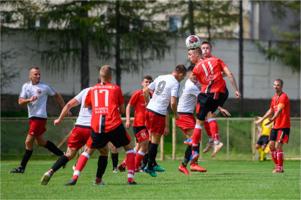 Mecz piłki nożnej - Tarnovia vs Barciczanka