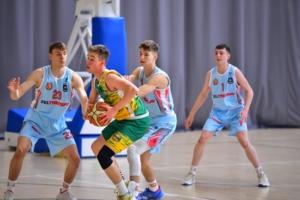 Fragment meczu koszykówki juniorów: Zeltrans MUKS 1811 Unia - Akademia Koszykówki Komorów