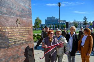 Odsłonięcie pamiątkowej tablicy w 100. rocznicę utworzenia w Tarnowie 5. Pułku Strzelców Konnych
