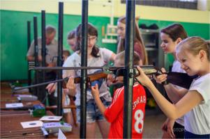 Wakacje w mieście - nauka strzelania w LOK Krzyż