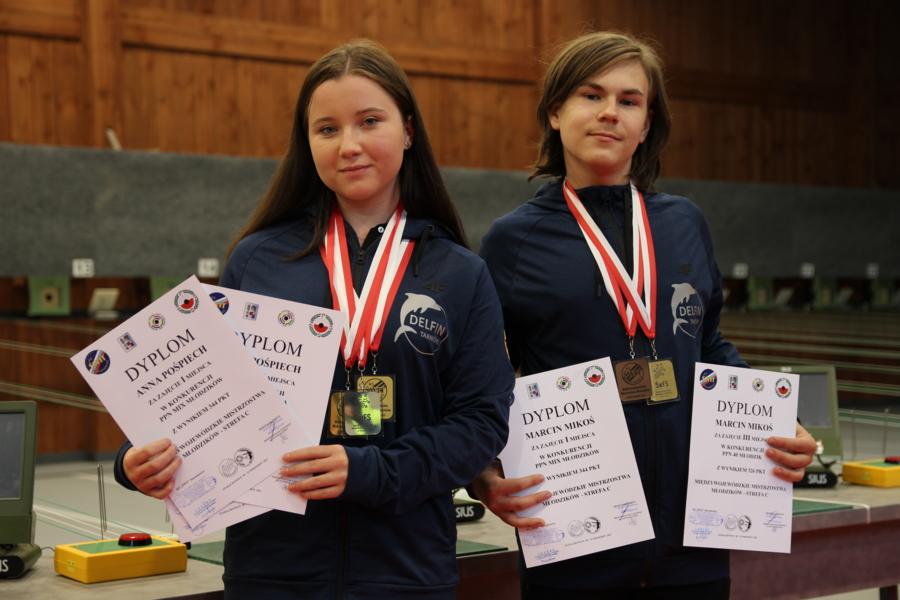 Medaliści Międzywojewódzkich Mistrzostw Młodzików w strzelectwie sportowym: Anna Pośpiech i Marcin Mikoś