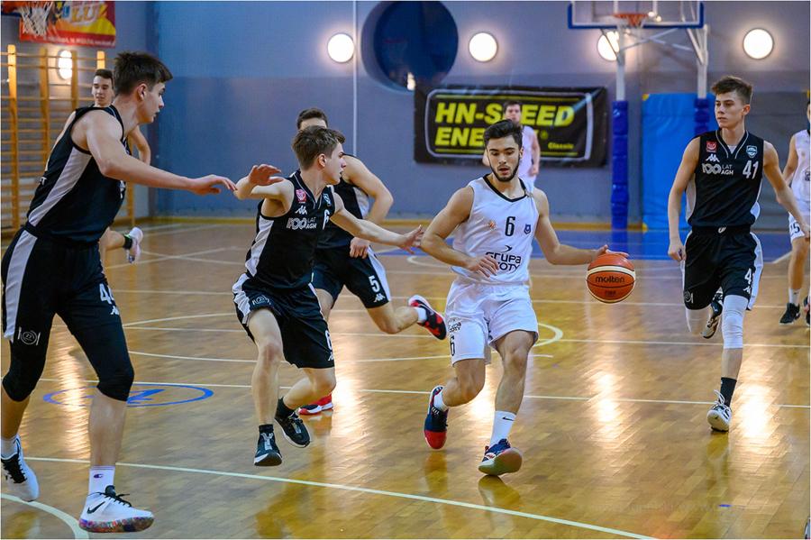 Mecz koszykówki juniorów starszych: MUKS 1811 Unia Tarnów - AGH Korona Kraków