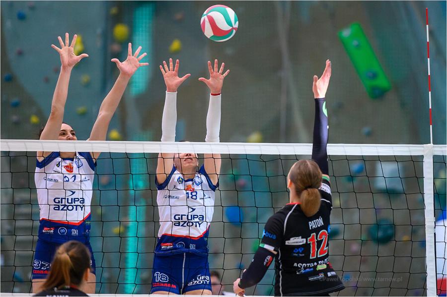 Mecz pierwszej ligi siatkówki kobiet: Grupa Azoty Roleski PWSZ <a href=